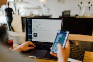 Austin Distel Guij0yszpig Unsplash Teletravail - Trouvez des solutions avec AMC Ressources, méthode et outils concrets